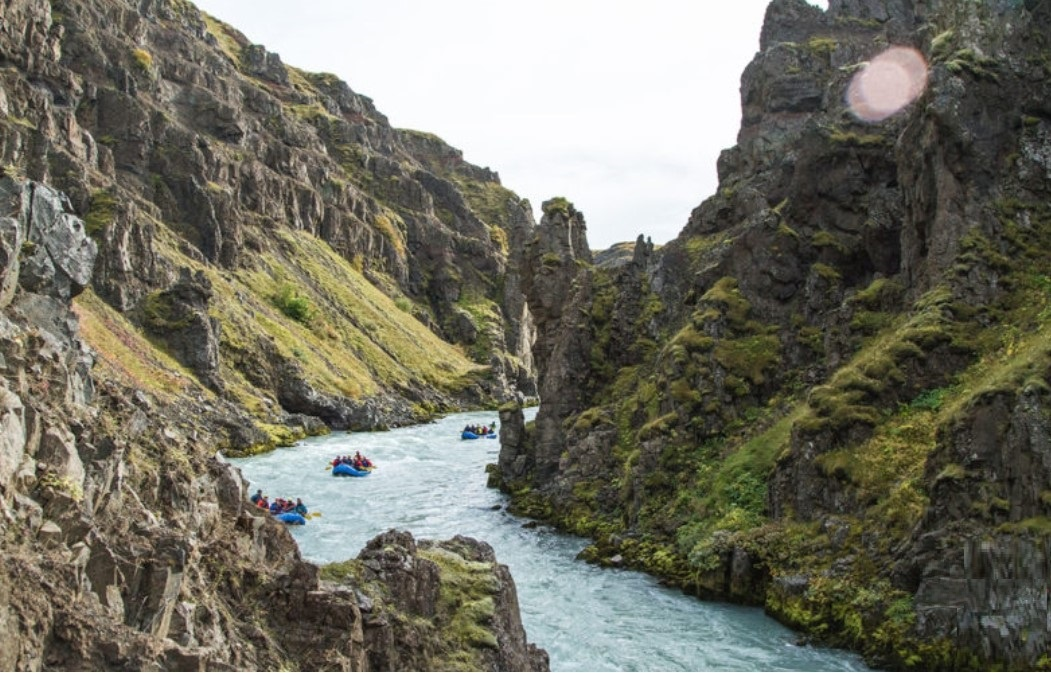 Rafting na ledovcové řece na Islandu