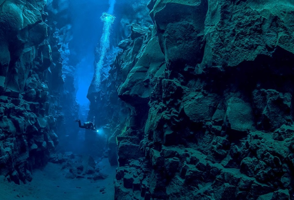 Potápění v národním parku Þingvellir