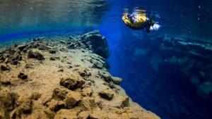 Potápění v národním parku Thingvellir v trhlině Silfra