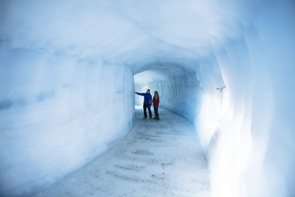Tunel v ledovci Langjökull