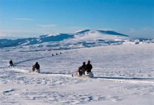Sněžné skútry na ledovci