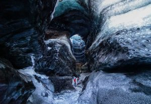 Ledová exkurze pod sopkou Katla, Island.