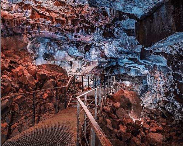 Lávky v lávovém tunelu