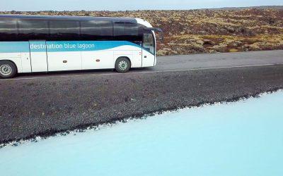 Autobus z Reykjavíku do Modré laguny