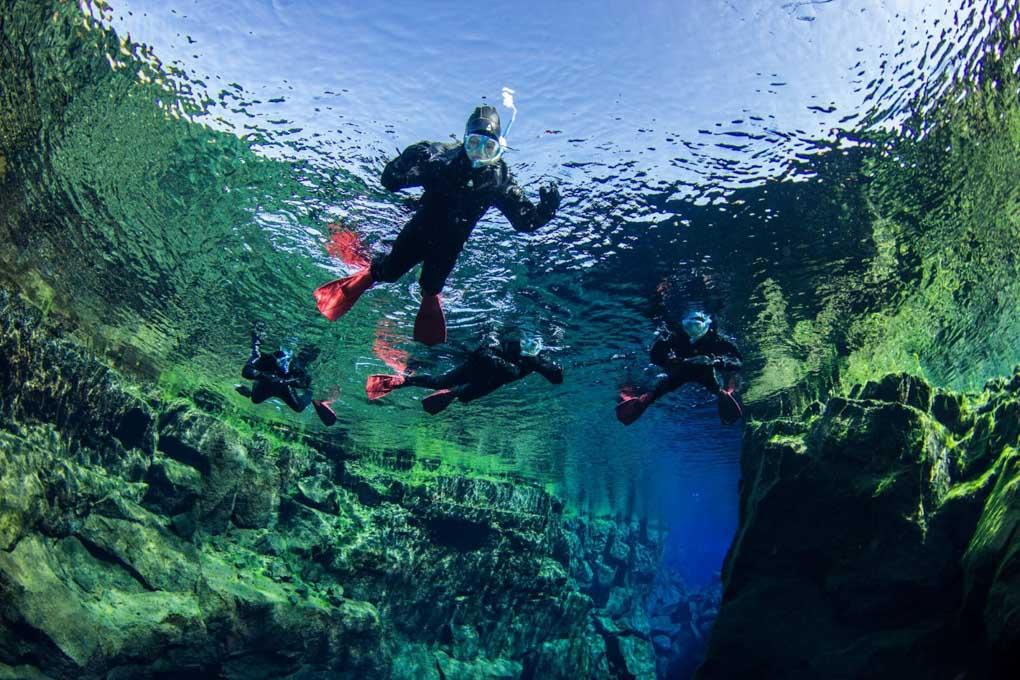 Šnorchlování v parku Thingvellir na Islandu