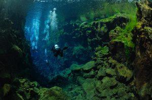 Potápění s instruktorem v puklině Silfra
