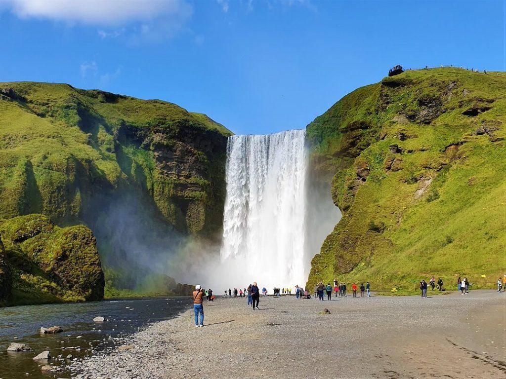 Vodopád Skogafoss na jihu Islandu