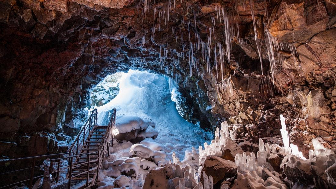 Lávový tunel na Islandu
