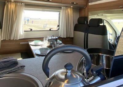 karavan s vybavenou kuchyní
